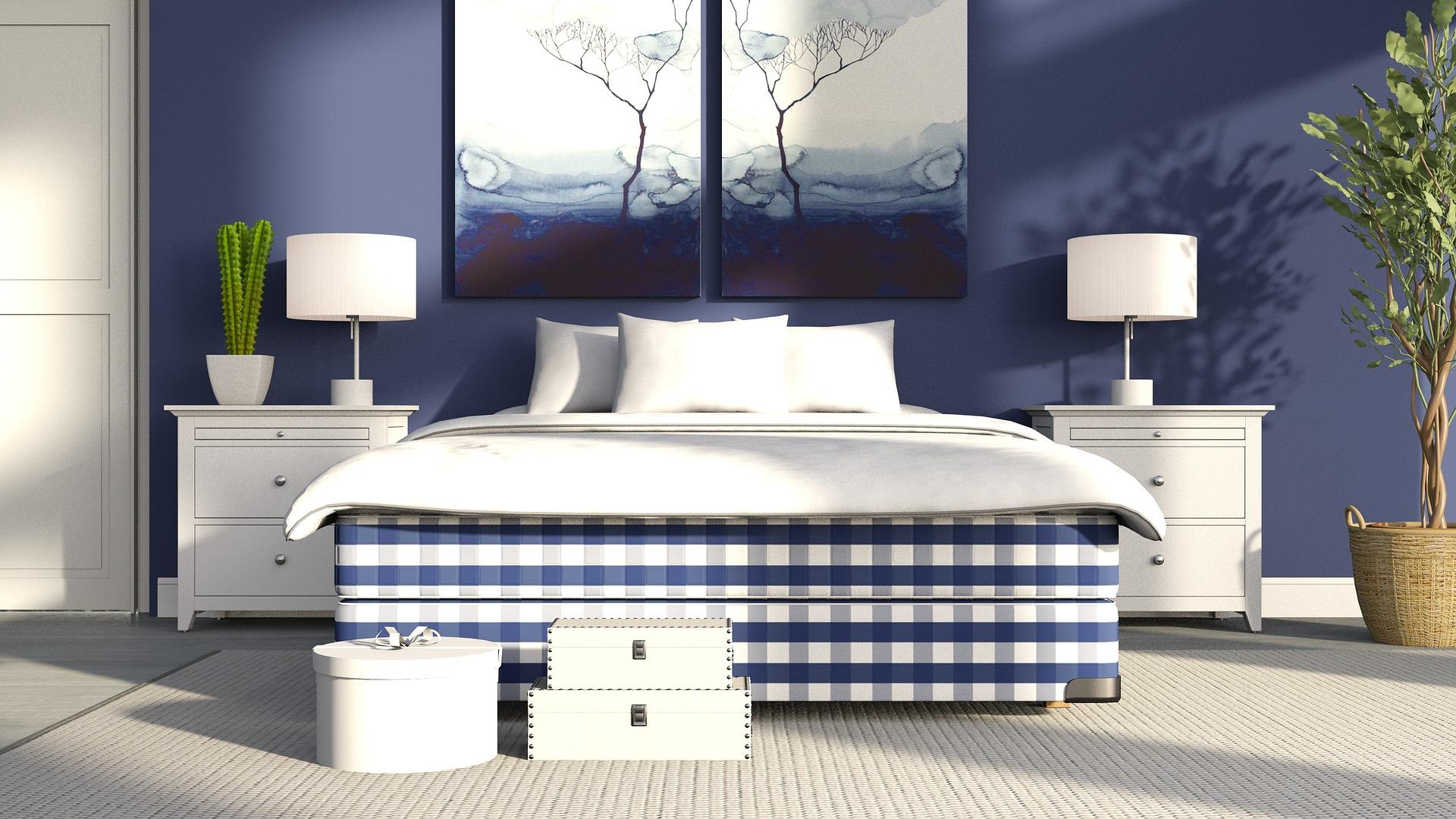 Habitacion en azul con decoracion blanca