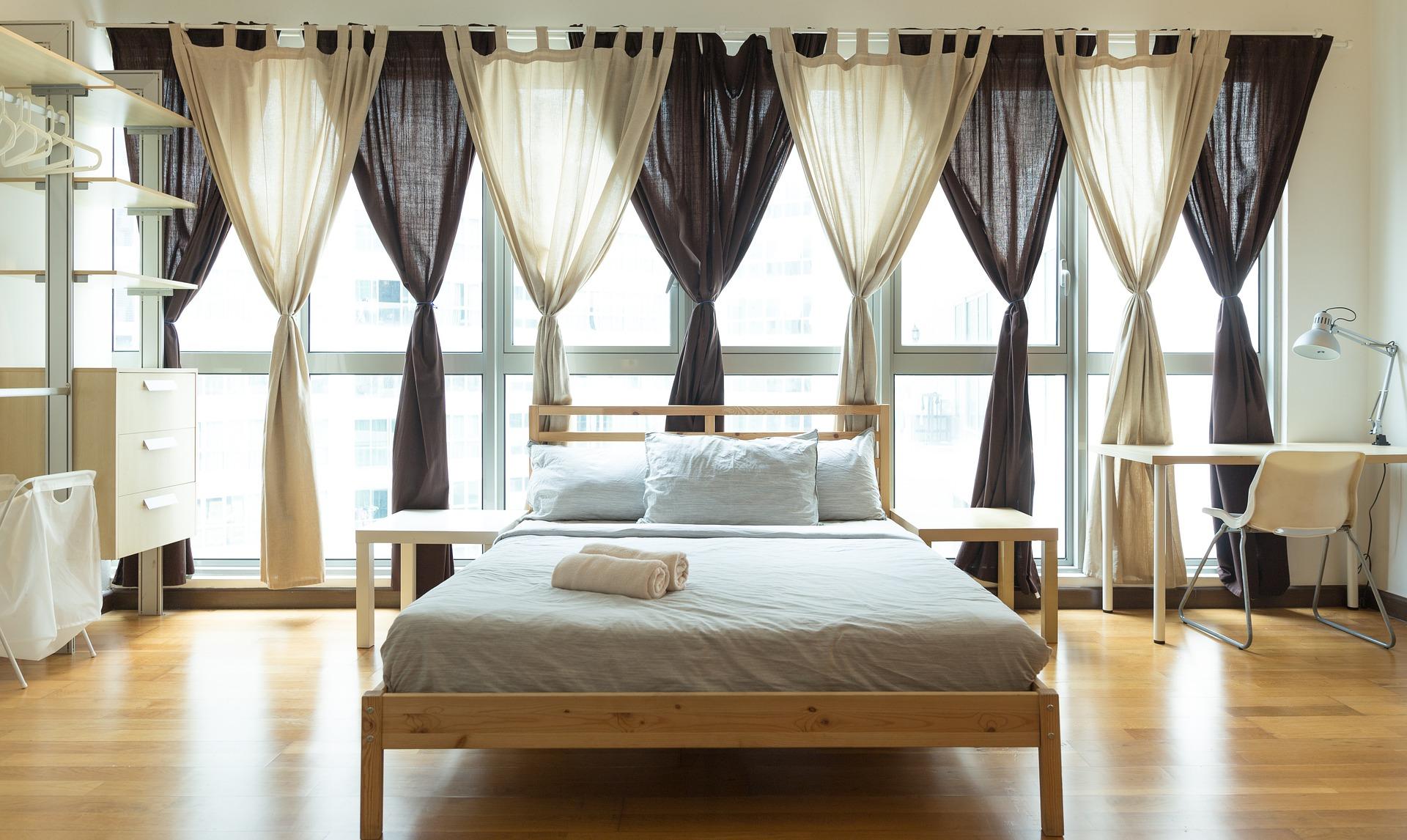 cama con ventana